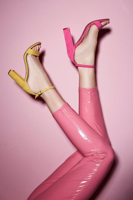 Sandalia tacóna ncho amarillo rosa pulsera steve madden